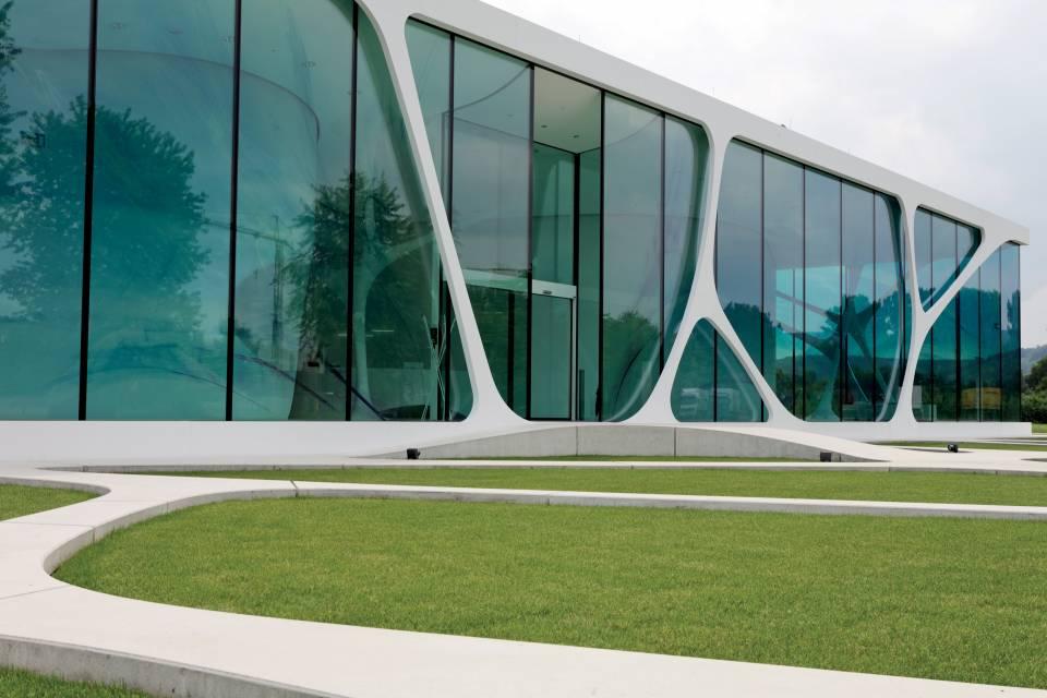 hi-macs_leonardo_glass_cube_facade_06